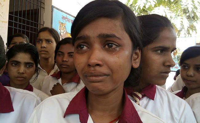 चतरा : कस्तूरबा विद्यालय की छात्राओं ने वार्डेन पर लगाया गंभीर आरोप, हटाने की मांग