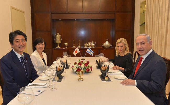 इस्राइल के पीएम ने जापानी प्रधानमंत्री को ''जूते'' में परोसा खाना, मच गया हंगामा