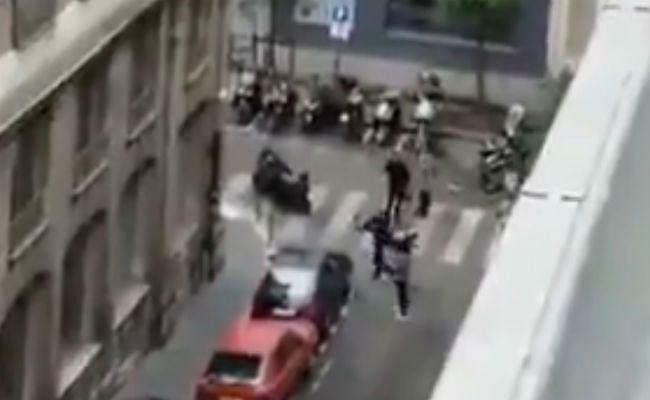 फ्रांस में आतंकी हमला: ''अल्लाह-हू-अकबर'' चिल्लाते हुए हमलावर ने मारा चाकू, दो की मौत