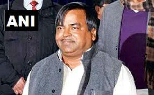 UP News : पूर्व कैबिनेट मंत्री गायत्री प्रजापति की बढ़ी मुश्किलें, इस मामले में दर्ज हुई FIR