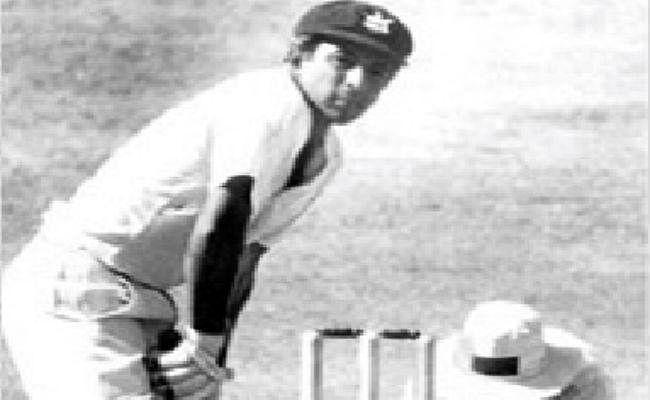 जब मैच बचाने के लिए सुनील गावस्कर ने बायें हाथ से बैटिंग की