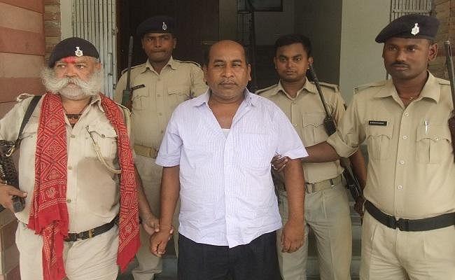 बिहार : 10 हजार रुपये रिश्वत लेते निगरानी के हत्थे चढ़े रोहतास के घूसखोर डिप्टी कलेक्टर