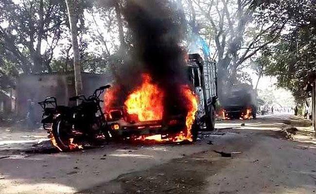 पालसीट बाजार में पुलिस टीम पर बमों से हमला, पांच पुलिसकर्मी सहित छह घायल, मुख्य सरगना रवि सिंह पुलिस गिरफ्त में, रिवाल्वर, बम बरामद