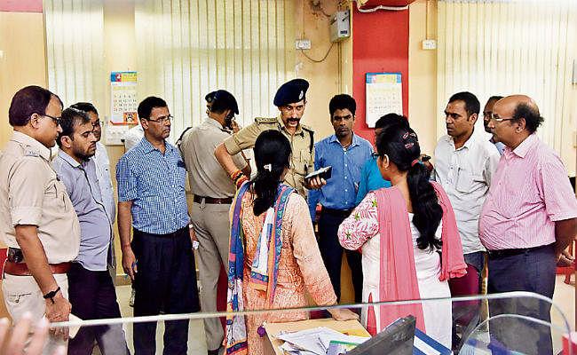 बैंककर्मियों को बनाया बंधक, दानापुर में विजया बैंक से 2.9 लाख रुपये की लूट, हर सवा माह में एक बैंक को लूटा जा रहा