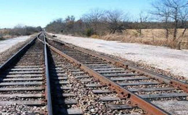प्रेमिका ने की जहर खाकर खुदकुशी, सदमे में प्रेमी ने ट्रेन से कटकर दे दी जान