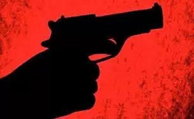 औरंगाबाद : अपराधियों ने गाड़ी रुकवा कर मारी गोली, ग्रामीणों ने खदेड़कर अपराधी को पकड़ा