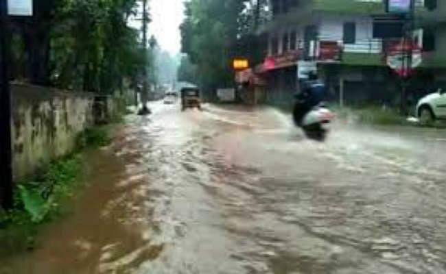 भारी बारिश से कई घरों में घुसा पानी, परेशानी में लोग