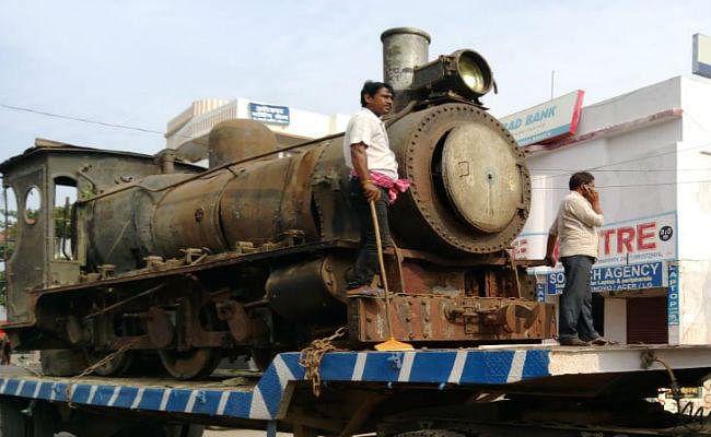 दरभंगा स्टेशन पर 105 वर्ष पुराना ऐतिहासिक इंजन लगाया गया