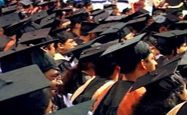 IIT-IIM के स्नातकों का भाव दूसरे संस्थानों के स्नातकों से दो गुना