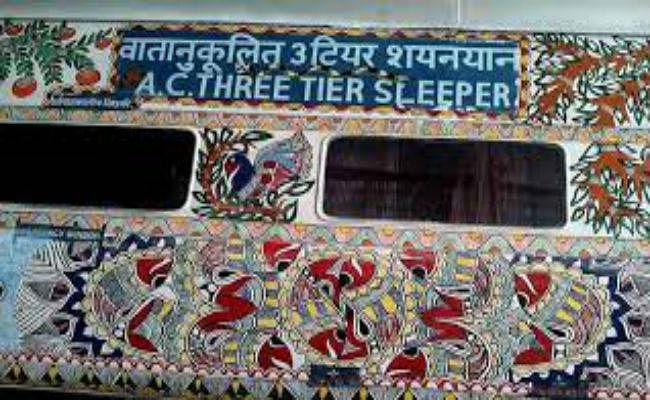 बिहार की विरासत मिथिला पेंटिंग से सजने लगी ट्रेनें, कई स्टेशनों की दीवारों का होने लगा कायाकल्प