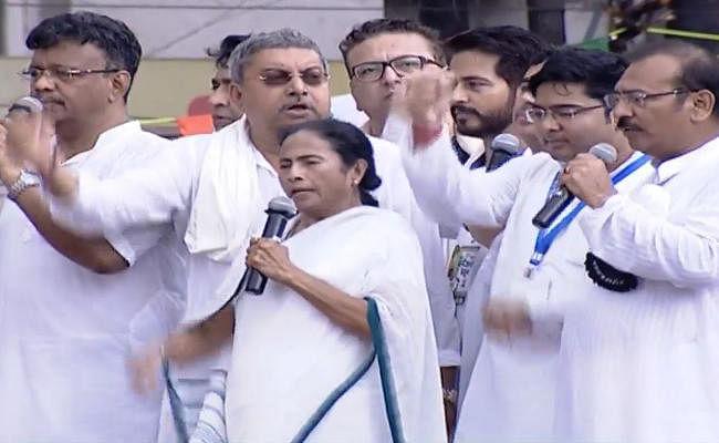 VIDEO : शहीद दिवस रैली में भाजपा पर बरसीं ममता, चंदन मित्रा और कांग्रेस के 4 विधायक तृणमूल में शामिल