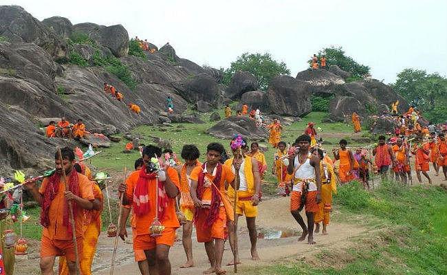 भाईचारा : भगवा पहन कर गोरखपुर से देवघर की कांवड़ यात्रा पर निकला 15 मुसलमानों का जत्था