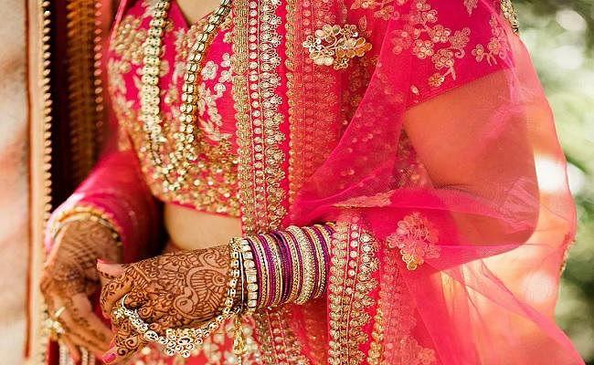 शादी के बाद दुल्हन ने नहीं किया डोली का इंतजार, पैदल चली पिया संग ससुराल