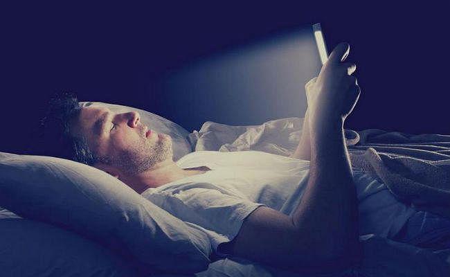 आपकी रातों की नींद उड़ा रहा है तेज इंटरनेट...!