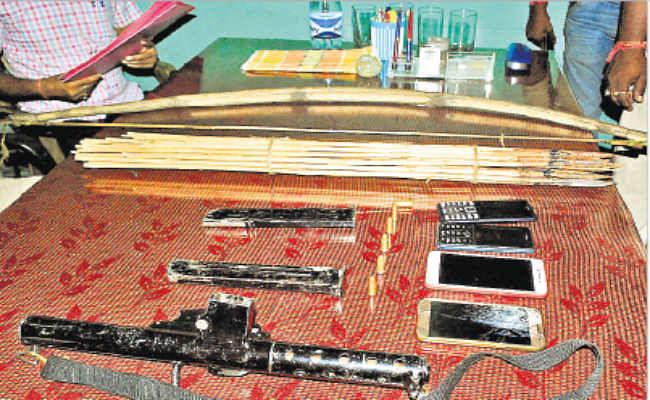 गोली-बम से दहला झरिया का घनुडीह क्षेत्र, देसी कारबाइन के साथ तीन झामुमो समर्थक गिरफ्तार