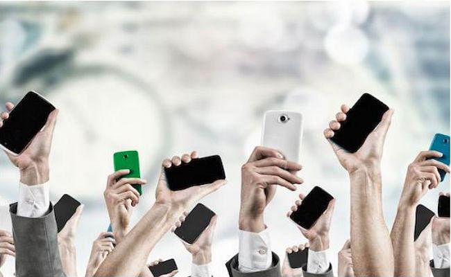 JIO की आंधी से देशभर में 116.8 करोड़ लोग हुए ''फोन''वाले, लैंडलाइन का बुरा हाल जारी