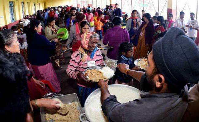 कर्नाटक : कोडगू में बाढ़ प्रभावितों की मदद कर रहे RSS और मुस्लिम एनजीओ