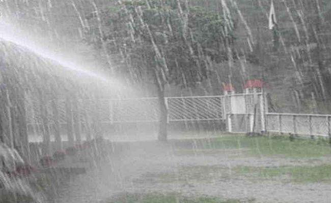 कोलकाता : आगामी 48 घंटे  में भारी बारिश  की संभावना, मछुआरों को प्रशासन ने किया सतर्क