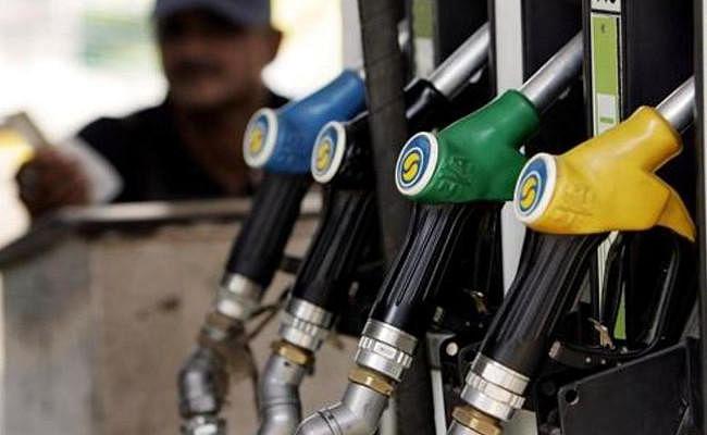 ईंधन में लगी आग : डीजल 69.46 रुपये प्रति लीटर की रिकॉर्ड ऊंचाई पर, पेट्रोल चला 78 रुपये की ओर