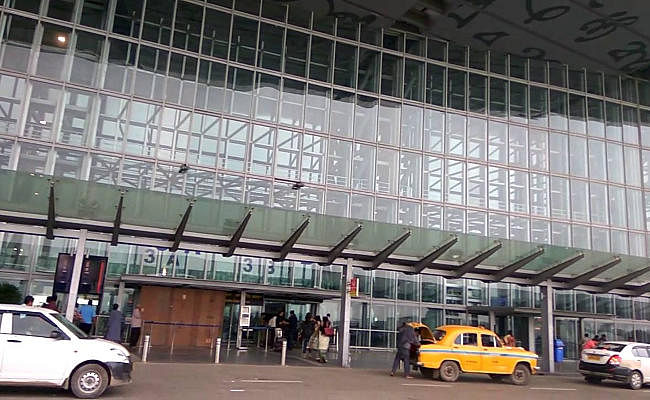 कोलकाता : दमदम एयरपोर्ट पर सैटेलाइट फोन के साथ पकड़ा गया ब्रिटिश नागरिक