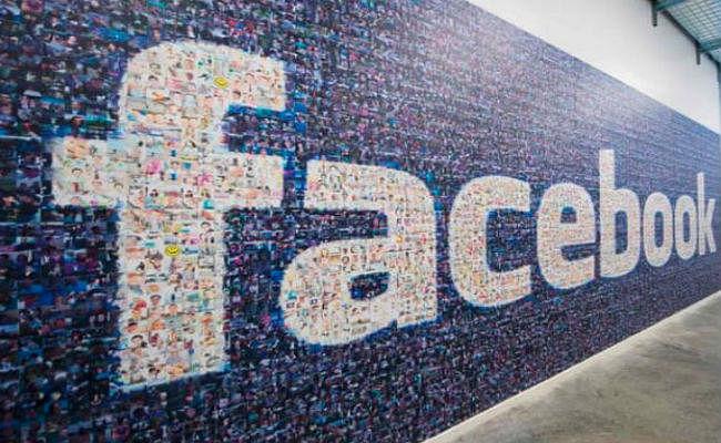 Facebook को 20 हजार कंटेंट मॉडरेटर्स की जरूरत! वेतन 4 लाख रुपये