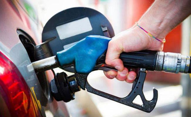 50 पैसे आैर महंगे हुए पेट्रोल डीजल, कीमतें रिकॉर्ड ऊंचाई पर...