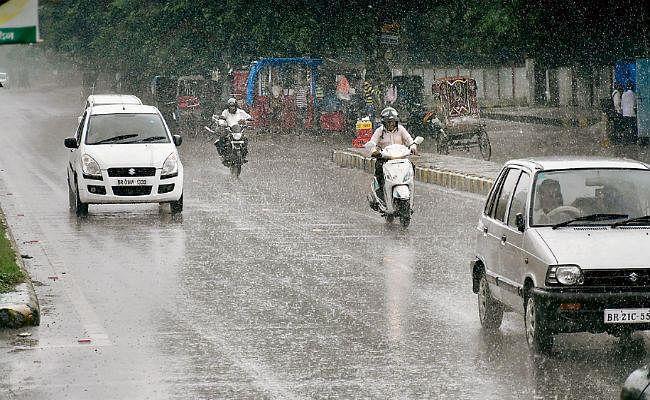 मुंबई सहित देश के इन राज्यों में हो सकती है भारी बारिश, उत्तर प्रदेश में बाढ़-बारिश से 1.90 लाख लोग प्रभावित