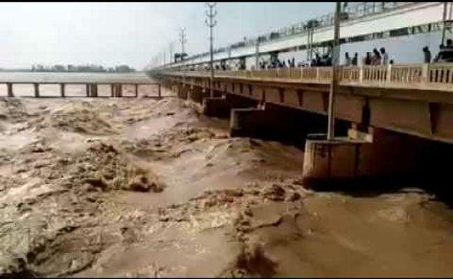 बिहार की नदियां उफान पर, गंडक बराज से छोड़ा गया पांच लाख क्यूसेक पानी, अलर्ट जारी