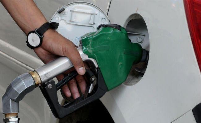 पंजाब, कर्नाटक सरकारें पेट्रोल-डीजल पर जल्द ही घटा सकती हैं वैट, ईंधन होगा सस्ता : कांग्रेस