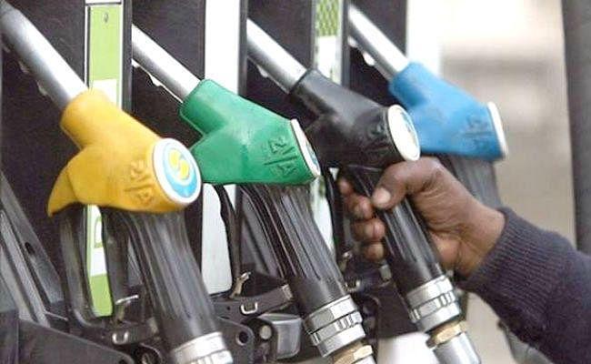 दिल्ली में पेट्रोल 81 रुपये प्रति लीटर पर, डीजल 73 रुपये के पार