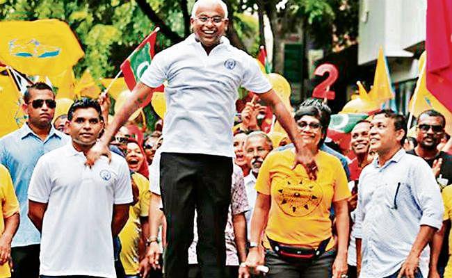 मालदीव में बहाल हुआ लोकतंत्र, भारत को संबंधों में मजबूती की आस