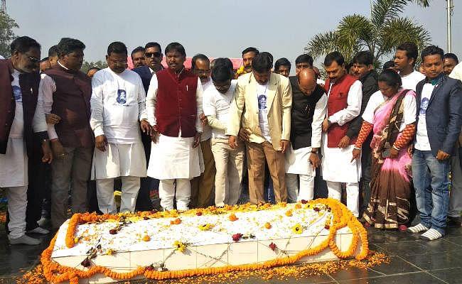 Ex CM अर्जुन मुंडा ने दी शहीदों को श्रद्धांजलि, कहा- शहीद स्थल से जनहित में कार्य करने की प्रेरणा मिलती है