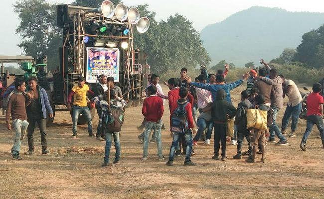 बड़कागांव : पर्यटन स्थलों पर पिकनिक मनाने वालों की उमड़ी भीड़