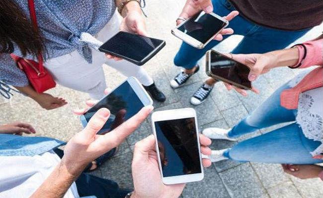 119.2 करोड़ हुए मोबाइल फोन यूजर्स, Jio BSNL का इतना बढ़ा यूजरबेस