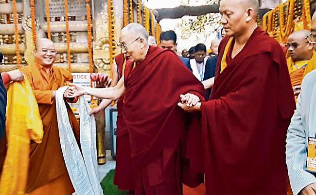 गया : बुद्ध को नमन कर विदा हुए दलाई लामा