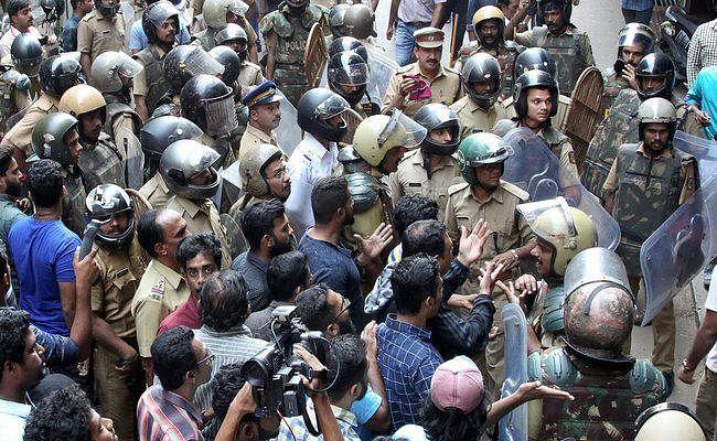 श्रीलंकाई महिला ने सबरीमला मंदिर में की पूजा, केरल में हिंसक प्रर्दशन जारी, बमबाजी