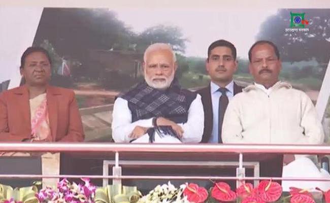Jharkhand : कुछ लोग देश के किसानों को कर्जमाफी के नाम पर बहला रहे हैं : PM Modi