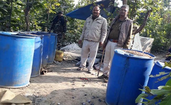 Bihar News : पंचायत चुनाव में शराब की ऐसी बढ़ी मांग कि घर में खोल लिया कारखाना, महिला समेत दो गिरफ्तार