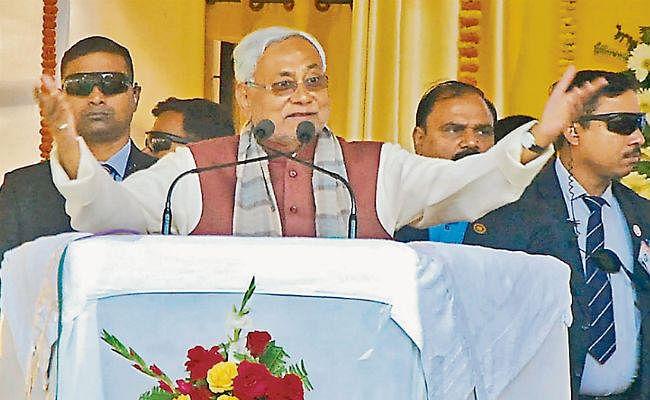 ....जब मुख्यमंत्री नीतीश कुमार ने कहा, अब बिहार में लालटेन की जरूरत नहीं