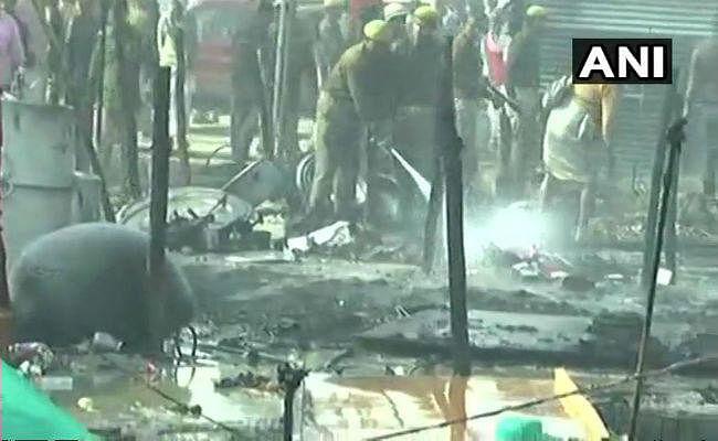 कुम्भ 2019: प्रयागराज स्थित दिगंबर अखाड़े में लगी भीषण आग, इधर-उधर भागने लगे लोग