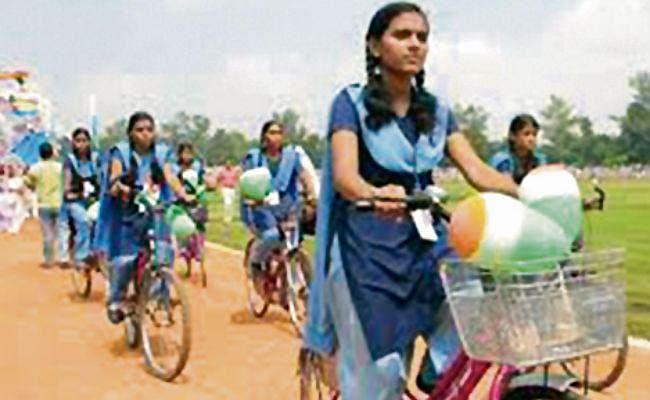 झारखंड के स्कूलों में लड़कियों की नामांकन दर लड़कों से अधिक, एडमिशन में मुस्लिम छात्रों से आगे छात्राएं
