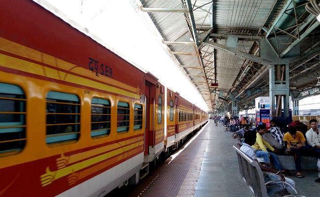Indian Railways Update: यात्रीगण कृपया ध्यान दें! आज हावड़ा व सियालदह डिवीजन में रद्द रहेंगी कुछ ट्रेनें, जानिए क्या है वजह?