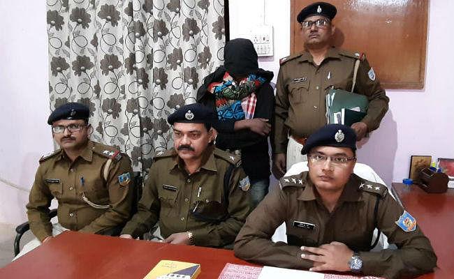 कर्रा पुलिस ने डबल मर्डर की गुत्थी चौबीस घंटे में सुलझायी, पकड़ाया हत्यारा