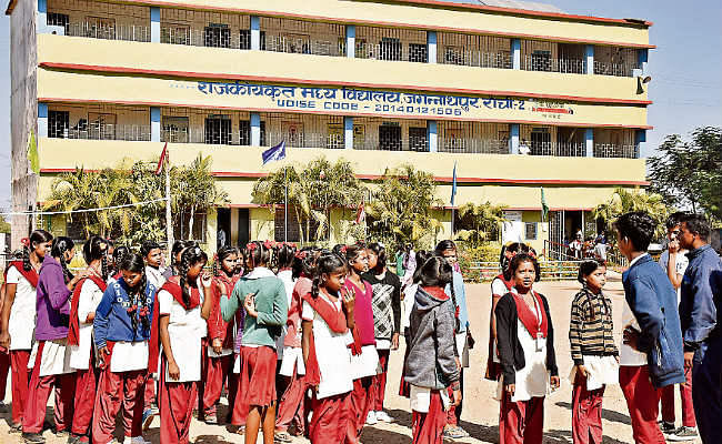 स्कूली शिक्षा का बजट बढ़ा :झारखंड में शुरू होगी मुख्यमंत्री मेधा छात्रवृत्ति और विद्यालक्ष्मी उच्च शिक्षा प्रोत्साहन योजना