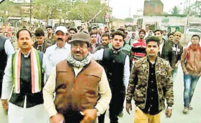 मधुपुर : थाना पहुंचे पॉलिटेक्निक कॉलेज के छात्र, दी लिखित शिकायत, प्राचार्य व वार्डन पर मारपीट का आरोप