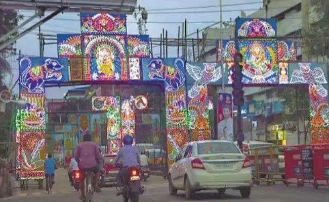 आफत की बारिश में कम नहीं हुआ जोश, जमकर हो रही बिहार में पूजा की तैयारी
