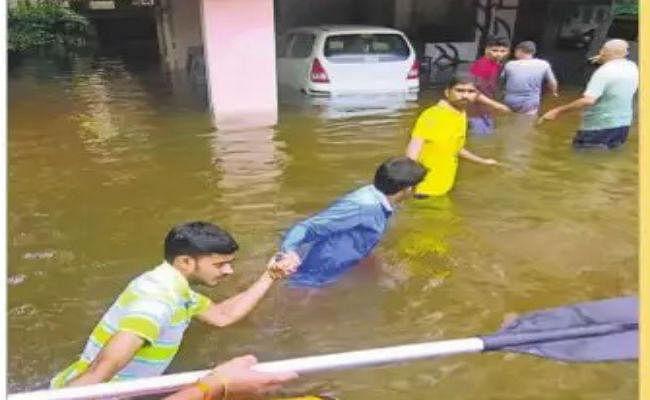 पटना में बारिश: हेल्पलाइन नहीं कर रही काम, युवाओं ने संभाली कमान