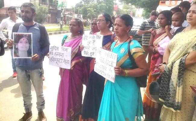 BJP में शामिल हुए JMM के कद्दावर नेता डॉ शशि भूषण मेहता, सुमित्रा मिश्रा के बेटे ने दी आत्मदाह की धमकी