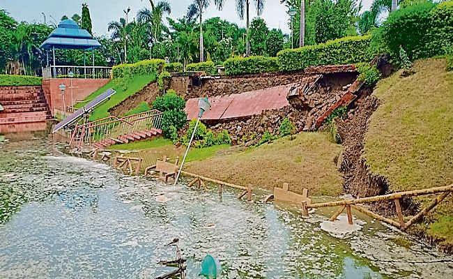 मुजाहिदपुर और मोहिउद्दीनपुर में टूटा रिंग बांध, हड़कंप