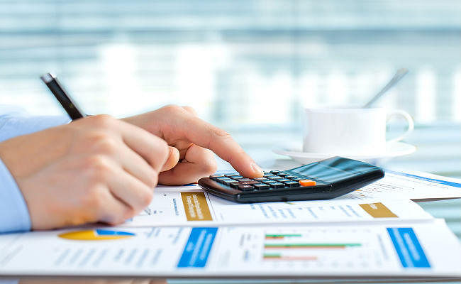 क्या आपको अपने PF के पैसे FD में निवेश करने चाहिए?